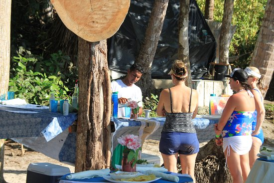 Herradura, Costa Rica: On the beach venue for a cook out and open bar!