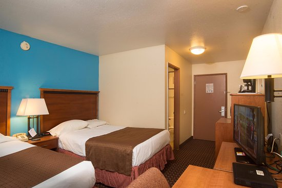 Americas Best Value Inn - Lincoln Airport: Two Double Beds.