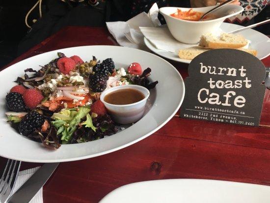 Burnt Toast Cafe: Buen lunch en este lugar, servicio agradable