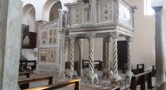 Duomo di Ravello: The pulpit with 6 lions