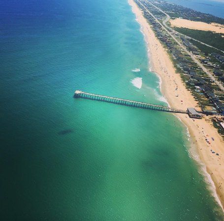 Manteo, Carolina del Norte: Nags Head Pier, and emerald green water...another perfect day at the beach in the OBX.