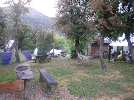 Camping & Hostel Los Coihues: Una De Las Zonas De Camping
