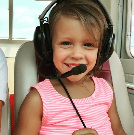 Manteo, Северная Каролина: You're never too young or too old to follow your love of aviation. This lil' girl made our day.