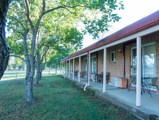 Gloucester Country Lodge Motel: Great spot for a pre-dinner drink while enjoying the view