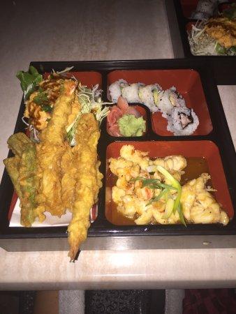 Sushi Bar Japanese Restaurant : Excellent 🍱 bento box incluant soupe et salade et quelques sushis