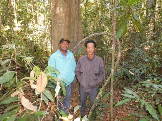 Ratanakiri Province, Kambodscha: Saveth, my Ratanakiri Gibbons guide, and Mr Neap, a local community guide