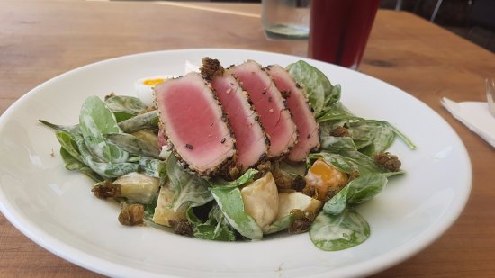 Alfresco's Restaurant and Bar: salada com atum