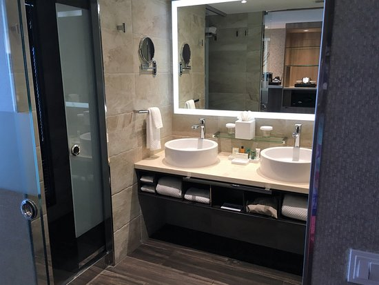 Bimini: Modern designed bathroom in Hilton room