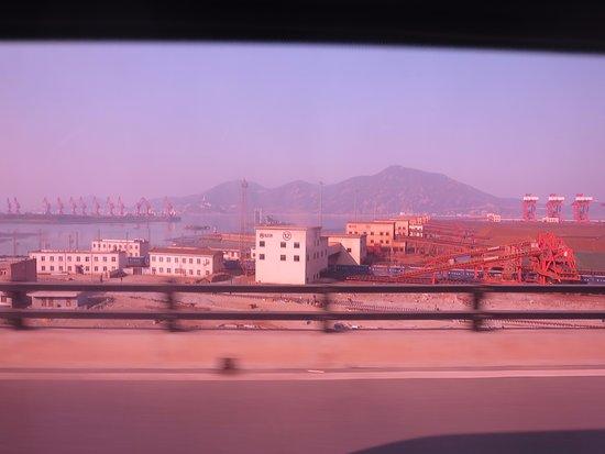 Lianyungang, China: コンテナ埠頭