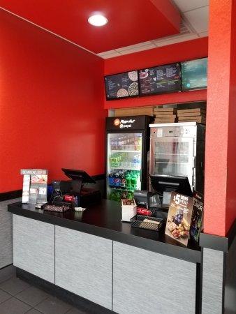 Pizza Hut - Oak Ridge order counter