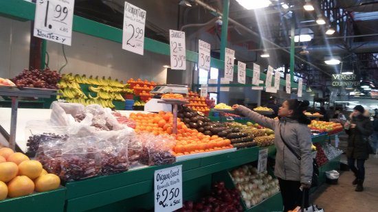 Jean-Talon Markt: One of the many fruit and vegetable vendors