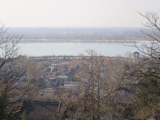 Xuyi County, China: 山からの淮河