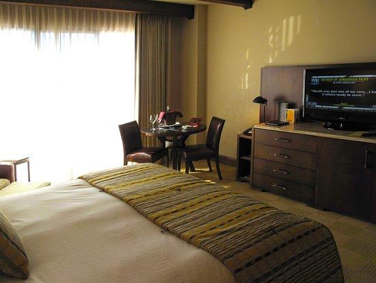 The Ritz-Carlton, Dove Mountain: Ritz Carlton - Dove Mountain - Third Floor King room - King bed and TV