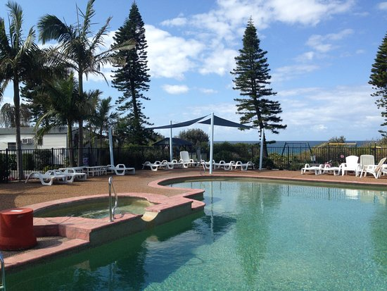 Diamond Beach Holiday Park: Pool and Spa