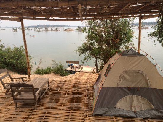 Don Khone, Laos: Camping next to the Mekongriver facing the dolphin bay