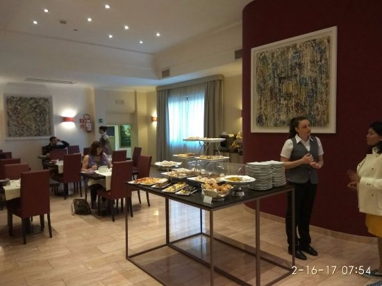 Hotel Nuvo: Breakfast Area