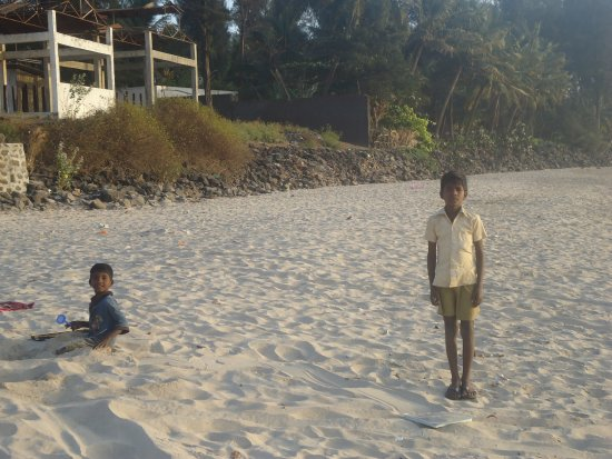 Sarve Huts: Clean Beach of Kashid- 10 minutes walk
