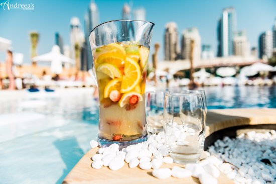 Refreshing drinks by the pool!