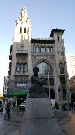 Edifici de la caixa de pensions barcelona spanien anmeldelser - Caixa d estalvis i pensions de barcelona oficinas ...