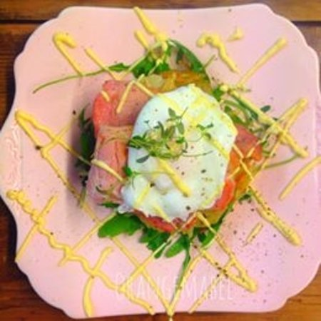 Alcester, UK: Poaced Eggs with Smoked Salmon