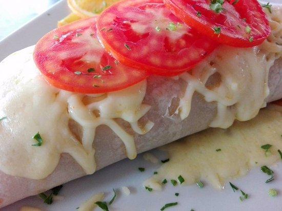 Restaurant La Villa del Chef: Excelente Burrito de Pollo o Vegetariano con Queso Morazella