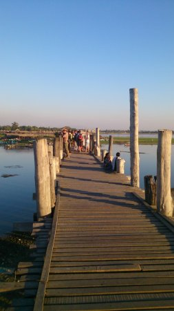 U Bein Bridge: Walkway