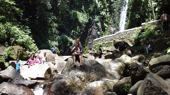 Pasuruan, إندونيسيا: air terjun kakek bodo