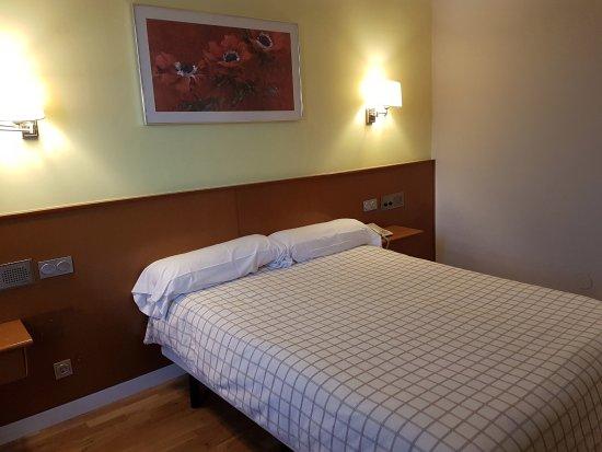 Landilla hotel restaurante burgos castilla y le n for Precio habitacion matrimonio completa