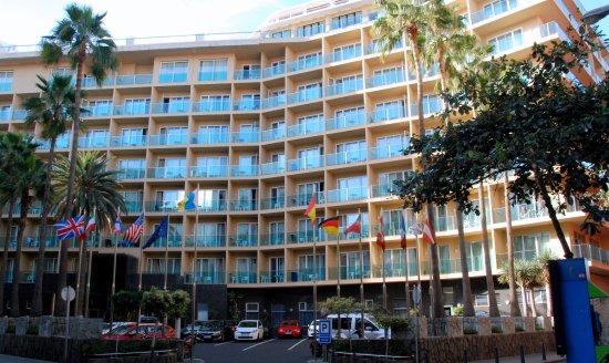 Hotel Reina Isabel: Hotellin julkisivu kadulle