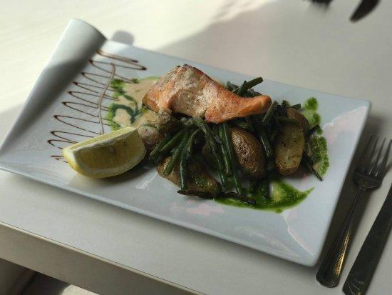 Gallargues-le-Montueux, Francia: Saumon Rôti & légumes croquants