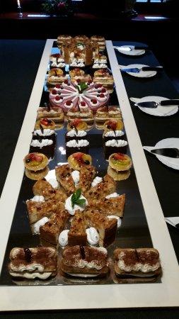 Grouw, Países Bajos: Gebak buffet.