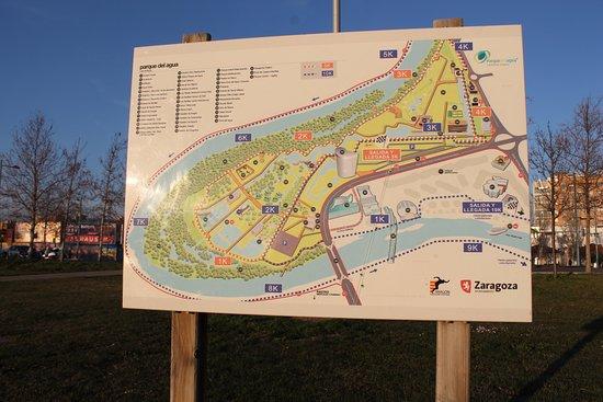 Province of Zaragoza, Hiszpania: Parque del agua, zona de entrada e info desde la pasarela del voluntariado.