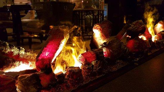 The Langham, Hong Kong: Lobby bar fireplace