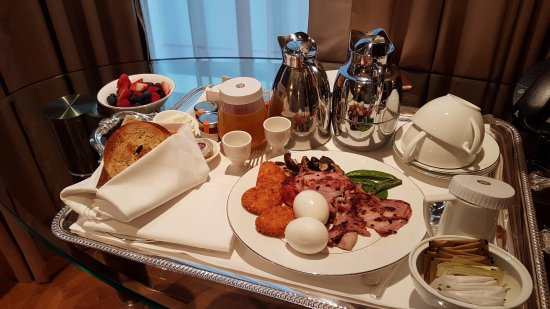 The Langham, Hong Kong: Super Breakfast in the room :)