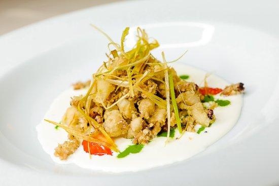 Ristorante San Michele: Baby calamari fritti su burrata con crema di rucola e pastis