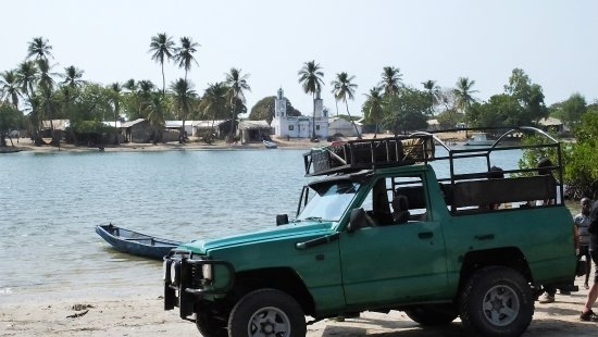 Jinack Island, Gambia: Waiting for a ferry at a nearby village to Jinack Lodge
