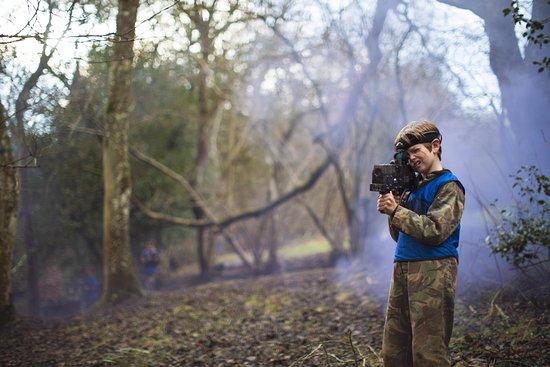 Longhope, UK: Woodland gameplay