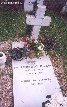 Vicchio, Italia: Tomba di Don Milani nel cimitero di Barbiana