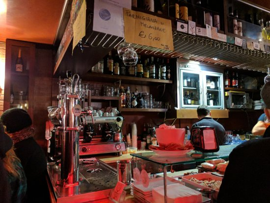 Bacaro Risorto: Inside is cosy and busy