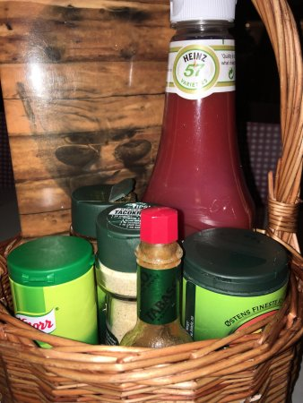Yonas Pizzeria & Catering: Pizza and sauces / herbs / condiments as well