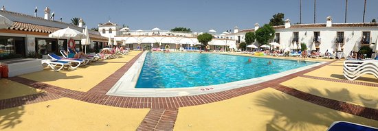 Globales Cortijo Blanco Hotel : A lovely picture from the gardens, a picture of the large main pool at roughly 10:30 shortly aft