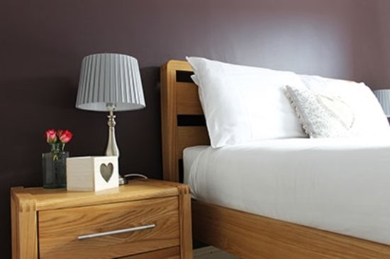Hatch Beauchamp, UK: Our cosy double room is warm and inviting