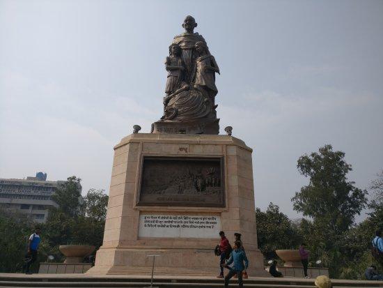 Gandhi Maidan: Bronze statue of Mahatma