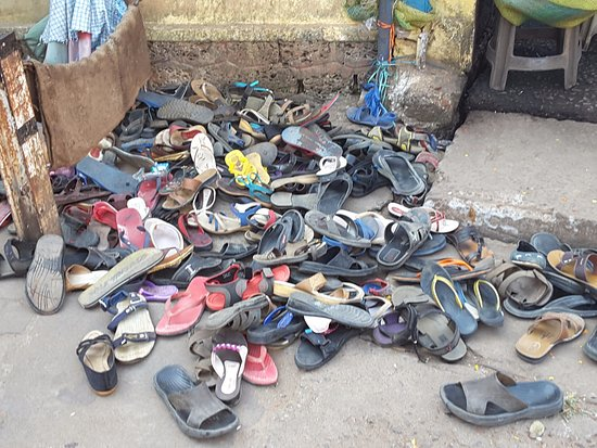 5a6322439d14 Where did I leave my shoes! - Picture of Chottanikkara Temple ...