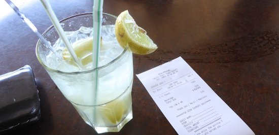 Arue, Fransk Polynesia: $14(US) for a drink