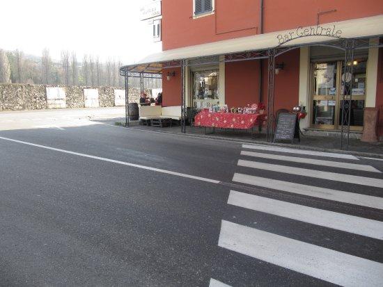 """Ingresso del """" Bar Centrale """" di Bettola ( Val Nure - Piacenza ) ."""