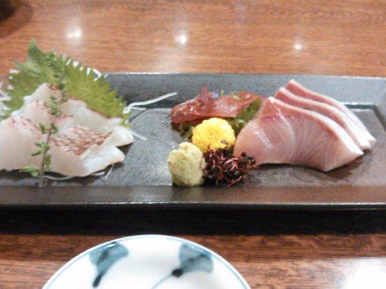 Gennai: 新鮮で上品な刺身。ただ、ちょっと高いか。