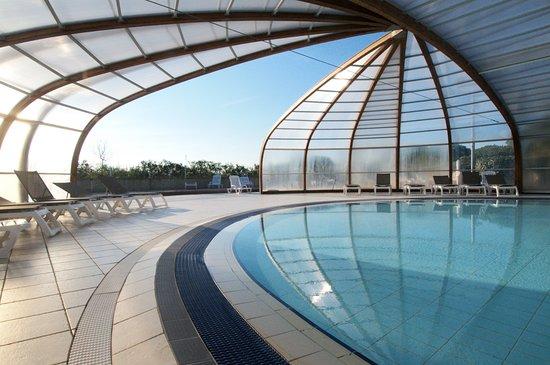 Azureva Cap d'Agde : espace piscine du Village Vacances