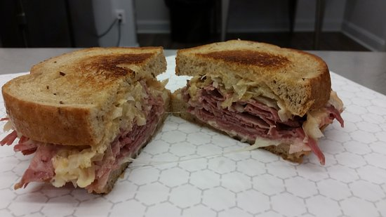 Clifton Forge, Virginie : 42Deli Reuben is spot on!