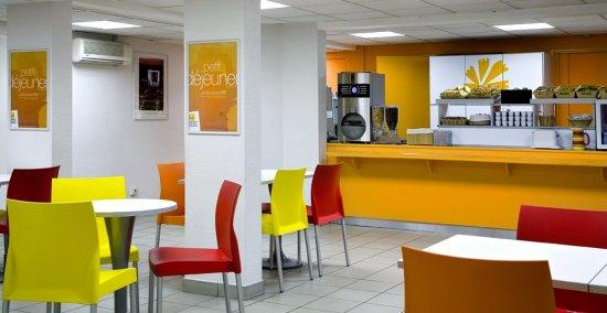 Premiere Classe Paris Ouest - Nanterre - La Defense: Salle du petit-déjeuner
